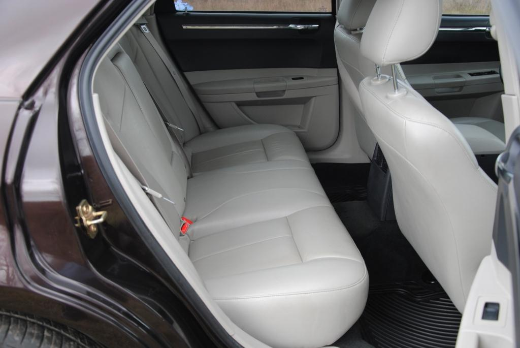 Седан Фото 3 Chrysler 300 C 2006