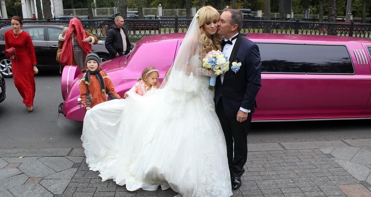 https://avrora-limo.kiev.ua/img/limuzin-fotootchety/3/5.jpg